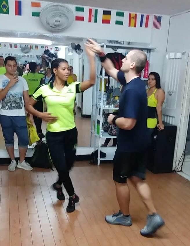 Salsa lessons in El Manicero Dance School