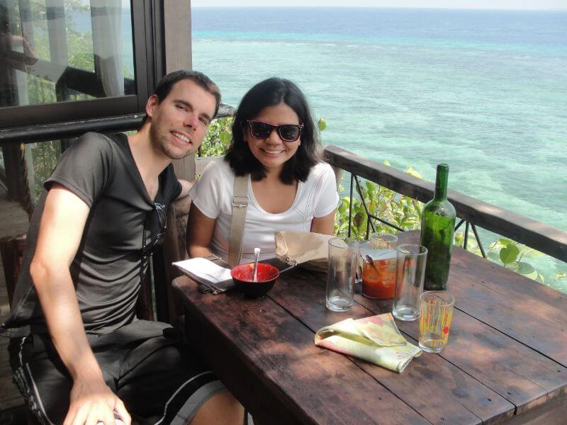 beachside lunch in Bohol