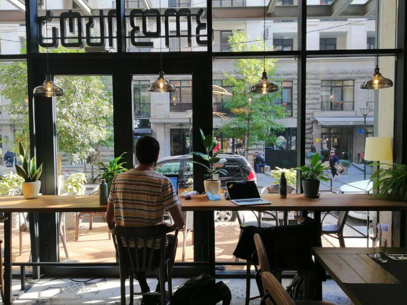 working as a content writer while traveling in a coworking space