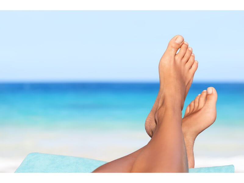 picture of feet at the beach
