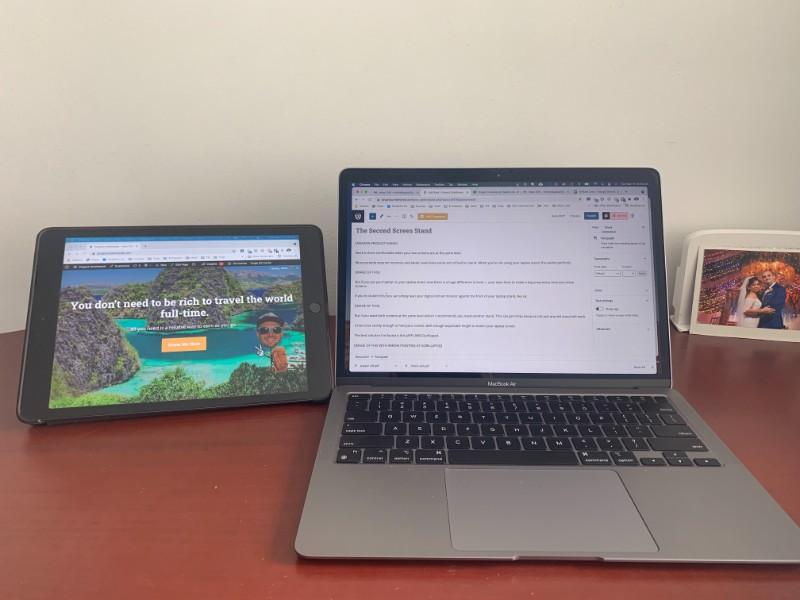 minimalistic two-screen digital nomad desk setup